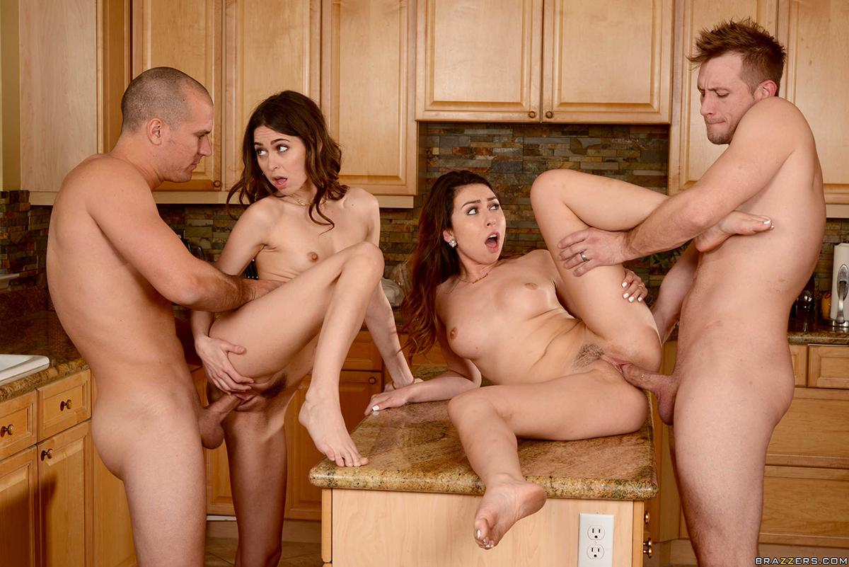 Порно Онлайн Семейные Групповые Инцесты