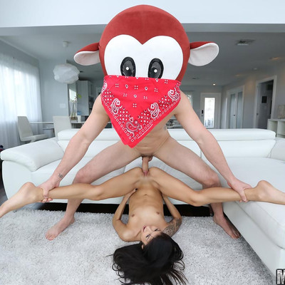 Mofos Network - Spinner's Extra Tight Pussy